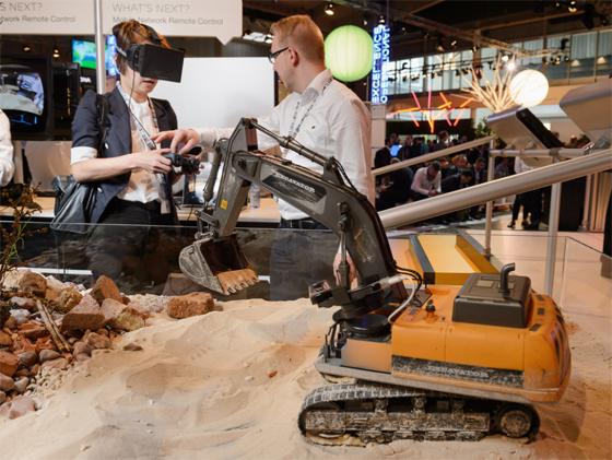 Ericsson - MWC 5G demo - excavatoare